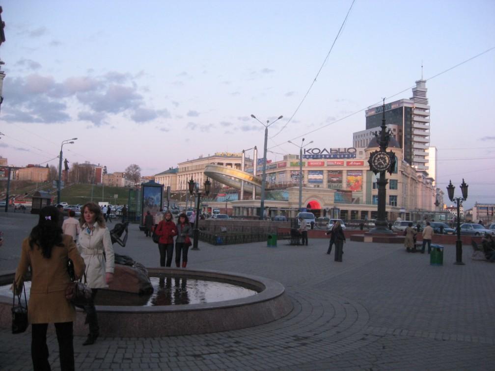 Одна из центральных улиц Казани (тот самый фонтан Су Анаси)